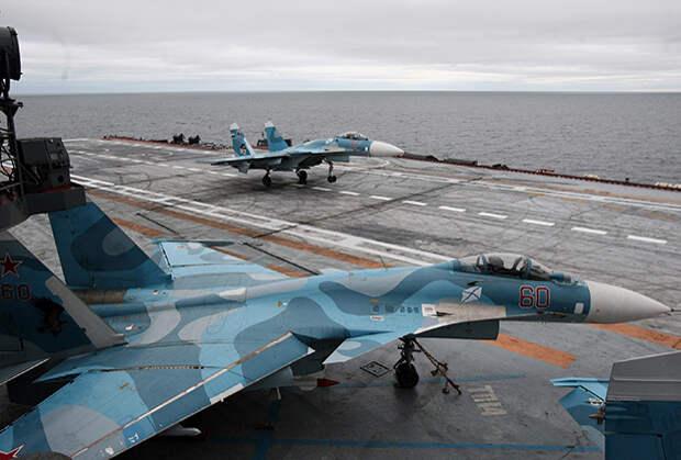 Истребители Су-33 на борту тяжелого авианесущего крейсера «Адмирал Кузнецов»