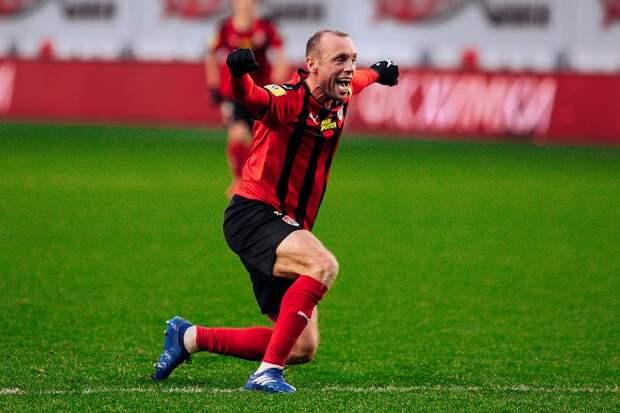 «Нижний Новгород» не стал подписывать Дениса Глушакова из-за высокой зарплаты футболиста