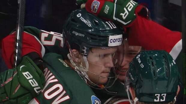 Воронков играет в защитной маске против «Авангарда».Он головой заблокировал бросок в прошлом матче