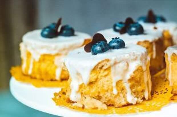 Как сделать пирожное без муки, сахара и яиц?