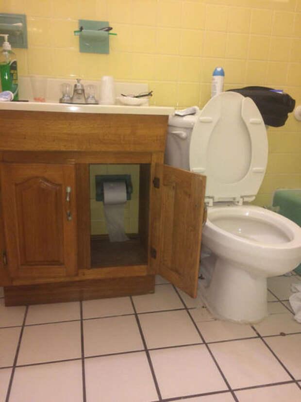 Владельцу этого туалета по утрам приходится проходить целый квест, чтобы в ответственный момент добраться до рулона прикол, юмор