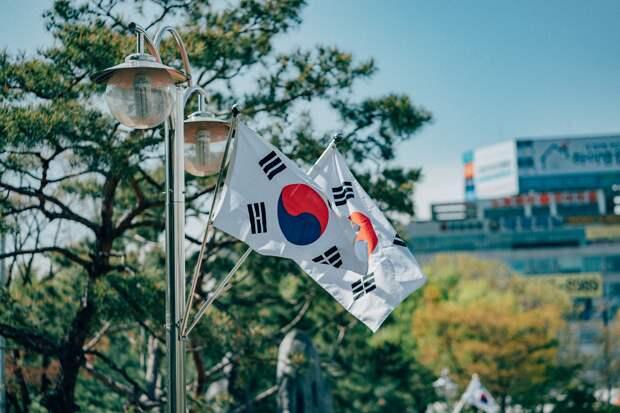 Ремонт школьной дороги и восстановление связи между Кореями: что произошло минувшей ночью