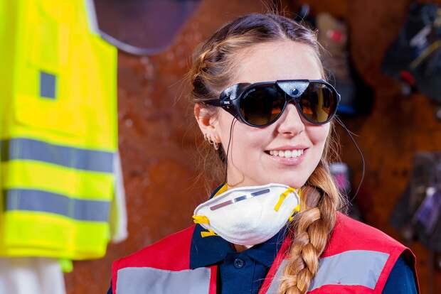 Респираторы придется носить в общественных местах жителям Чехии