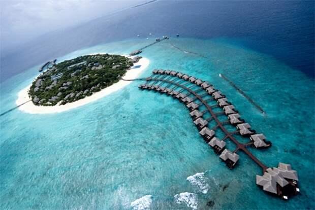 Пятизвездочный отель Conrad Maldives Rangali Island на Мальдивах (вид сверху).