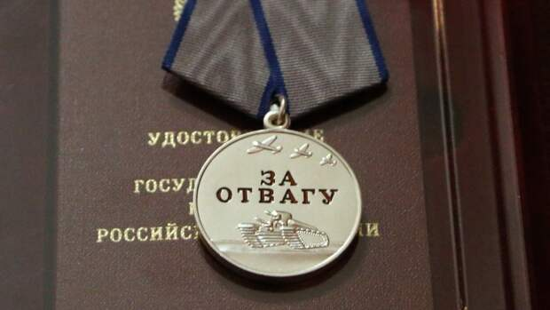 """Ветеран Великой Отечественной войны получил медаль """"За отвагу"""" от командующего ЦВО"""