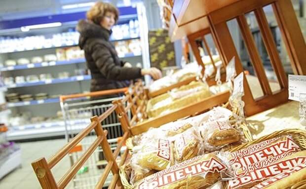 Больше половины россиян стали экономить на еде из-за кризиса