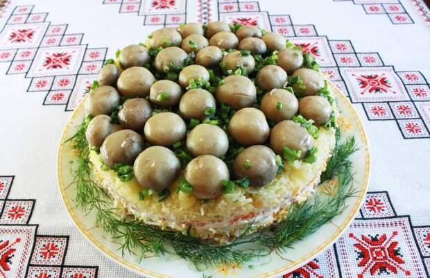 Салат «Грибная поляна» с печенью трески