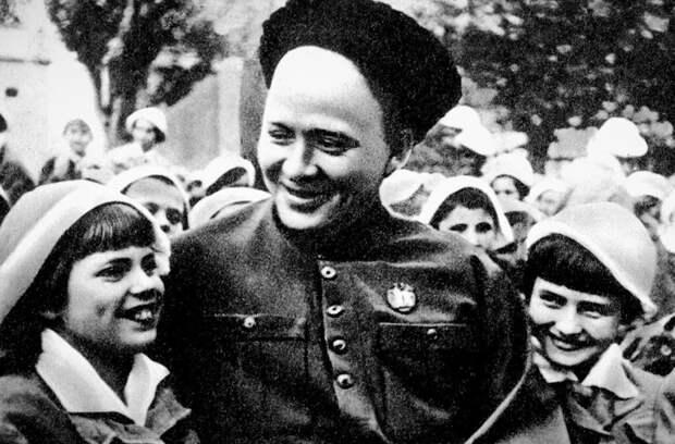 """Ребята, немцы""! Как геройски погиб Аркадий Гайдар"