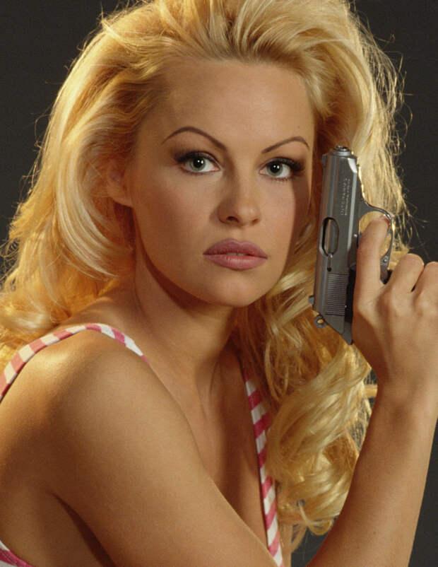 Памела Андерсон (Pamela Anderson) в фотосессии Рона Грепера (Ron Groeper) (1996), фото 1