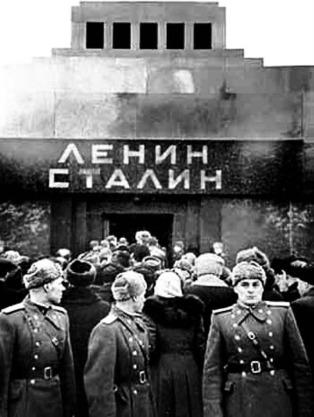 Хрущёвский Хэллоуин- перезахоронение тела Сталина