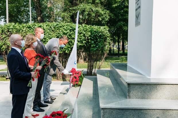 Московский НПЗ восстановил памятники героям Великой отечественной в Капотне