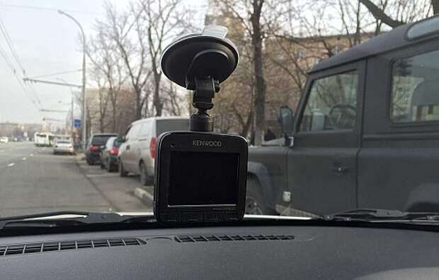 Тест видеорегистратора Kenwood KCA-DR300: первый пошел