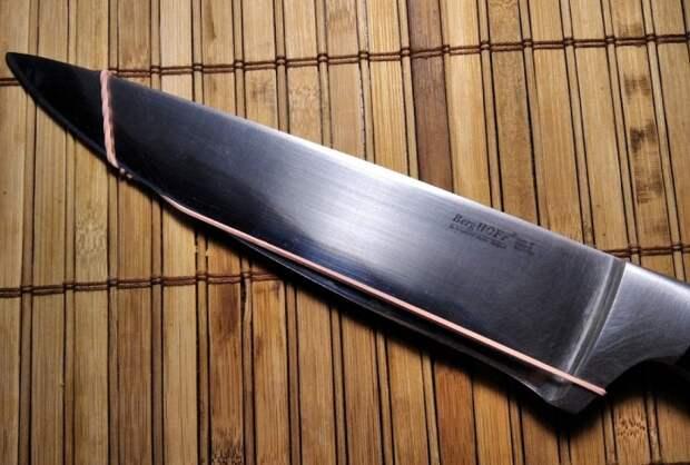 Японский лайфхак с ножом и канцелярской резинкой, который упростит нарезку продуктов