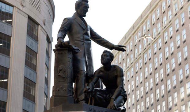 Борьба программиста из Удмуртии за место Forbes, экстремистский след в перестрелке в Москве и возможный снос памятника Линкольну в США: что произошло минувшей ночью