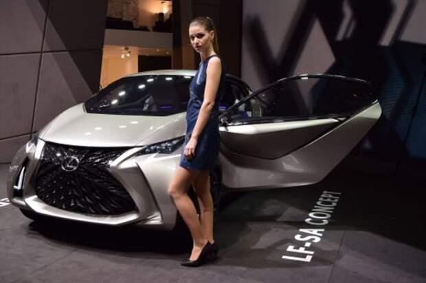 Продажи новых автомобилей в марте рухнули на 42,5%