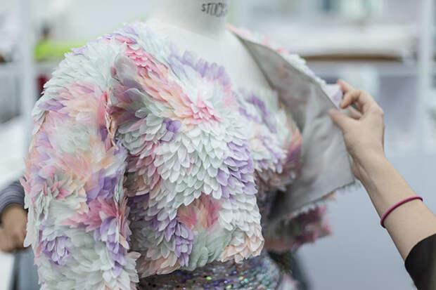 Наряд Maison Lemarié для весенней коллекции Chanel Haute Couture 2014 года © lejournalflou.com