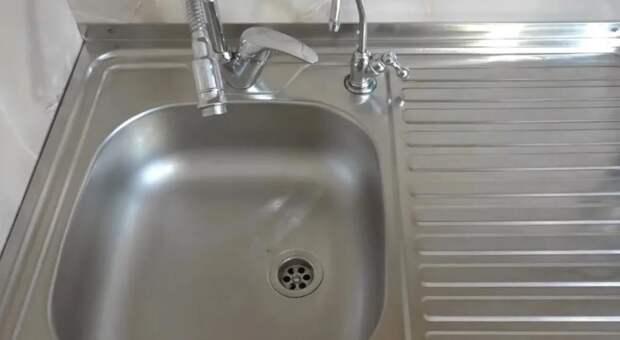 Совет от знакомого сантехника: как можно просто и быстро устранить засор в ванне, раковине и трубах