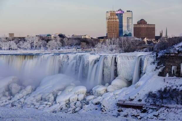 9 место. Ниагарским водопадом с канадской и американской стороны приезжают полюбоваться в общей сложности 21,6 млн человек в год. Неудивительно, ведь это место производит огромное и неизгладимое впечатление независимо от поры года.