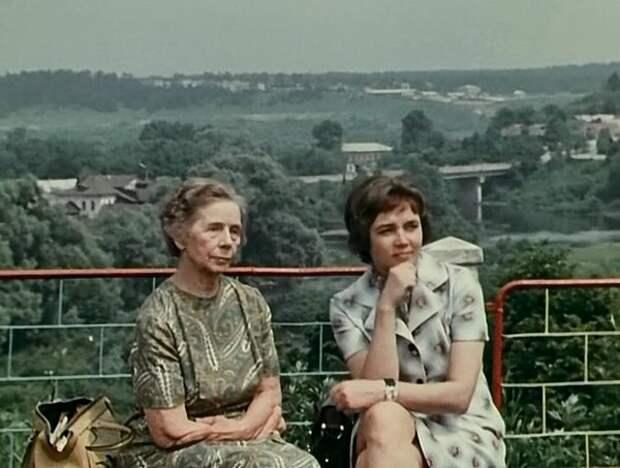 Ольга Долгова (слева) и Лилиана Алешникова в фильме «Опровержение» (1976)