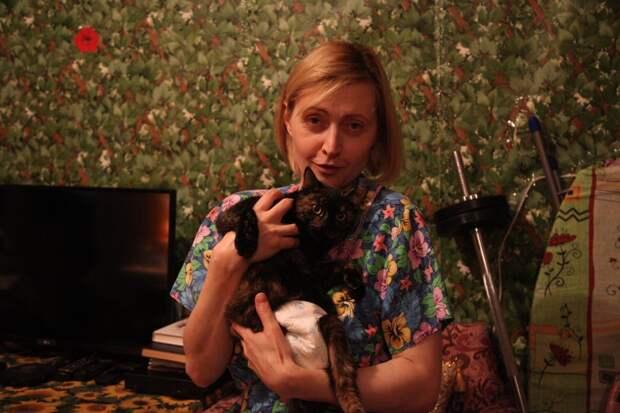 Спасённая кошка Мулька нашла хозяйку