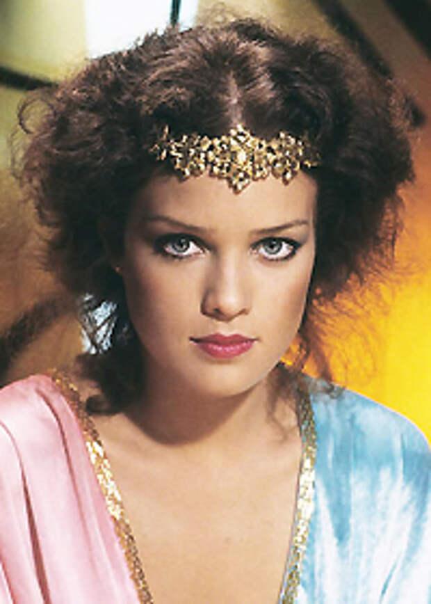 Красотка из 80-ых Мелоди Андерсон.