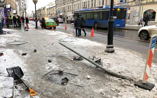 Таксист сбил людей и скрылся с места ДТП