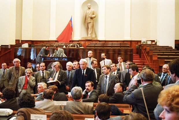 5 удивительных фактов о том, как принимали Конституцию России