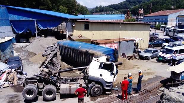 На стройбазе в Сочи погиб водитель самосвала