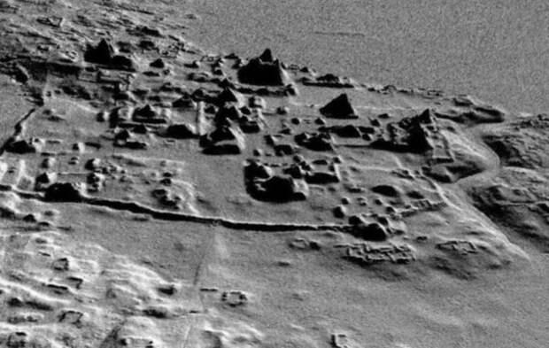 Когда учёные сканировали лазером джунгли около древнего города майя Эль-Мирадор, то обнаружили тысячи новых руин и сеть дорог