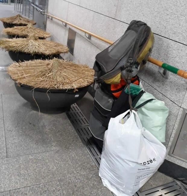 Вещи, оставленные без присмотра, в безопасности! | Фото: AdMe.