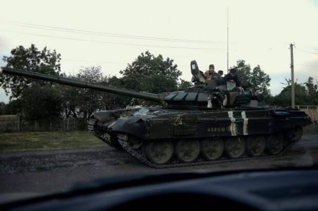 Тактическая раскраска свой-чужой на Т-72.  Фото: projects.lb.ua.
