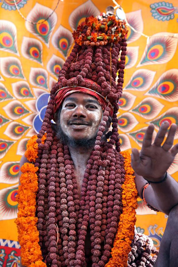 Индуистский гуру на праздновании Кумбха-мелы в Аллахабаде вокруг света, путешествия, фотография