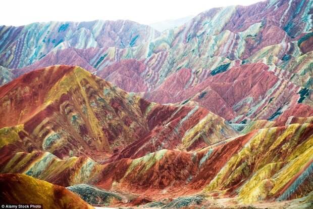 Национальный геопарк Чжанъе Данься в провинции Ганьсу, Китай.