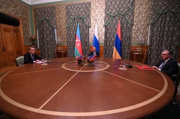 11 часов напряженных переговоров: Захарова раскрыла подробности диалога по Карабаху