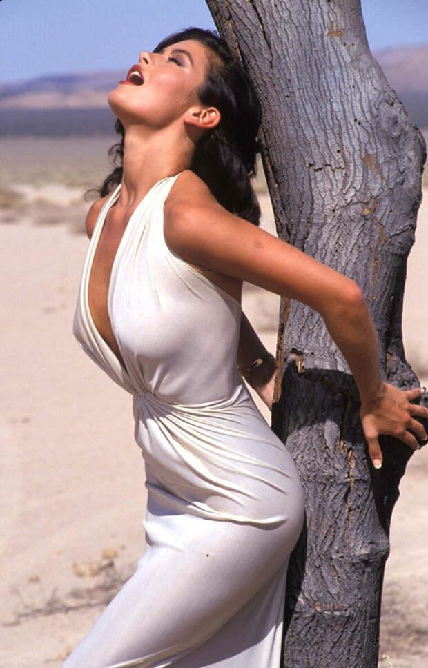 Кэтрин Зета-Джонс (Catherine Zeta-Jones) в фотосессии Рона Вулфсона (Ron Wolfson) на съемках клипа For All Time (май 1992), фото 5