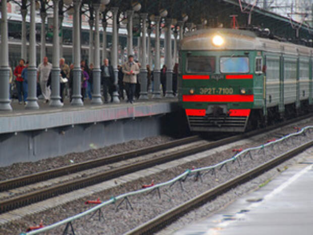 Пассажир электрички, которого ударило дверьми, отсудил у РЖД 8000 руб. компенсации