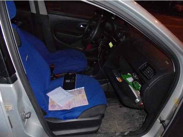 На севере Москвы полицейские задержали двоих подозреваемых в краже автомобиля