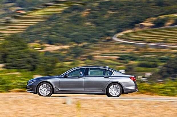 03-BMW7_zr-11_15