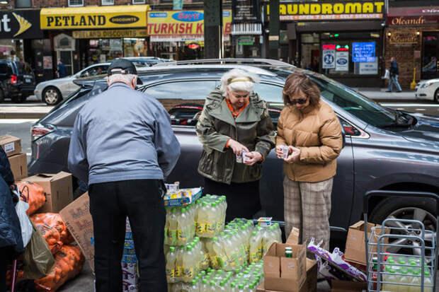 Русские тёти пришли на раздачу бесплатных продуктов по программе Food Bank. Этим может воспользоваться любой человек в США!