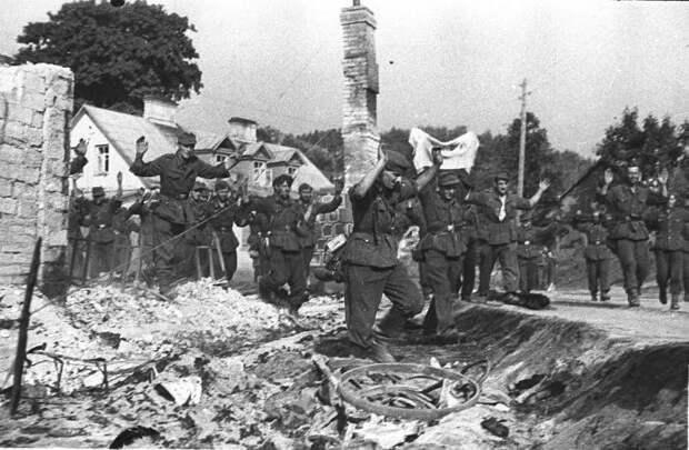 Бронемашинами управляли сдавшиеся в плен немцы. /Фото: waralbum.ru