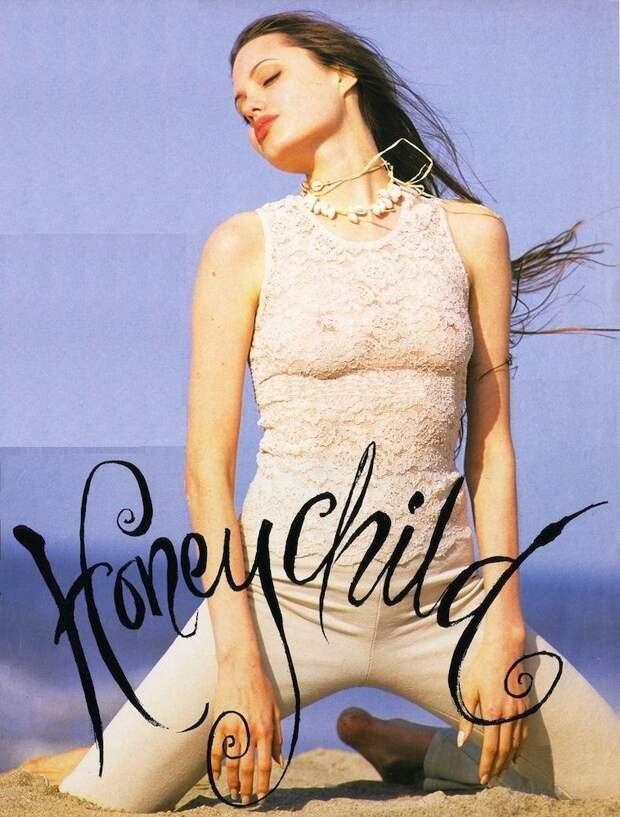 Восхитительная Анджелина Джоли в далеком 1993 году.