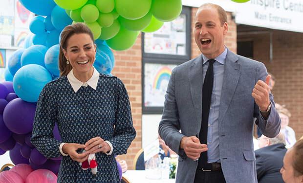 Кейт Миддлтон и принц Уильям нанесли визит в больницу королевы Елизаветы