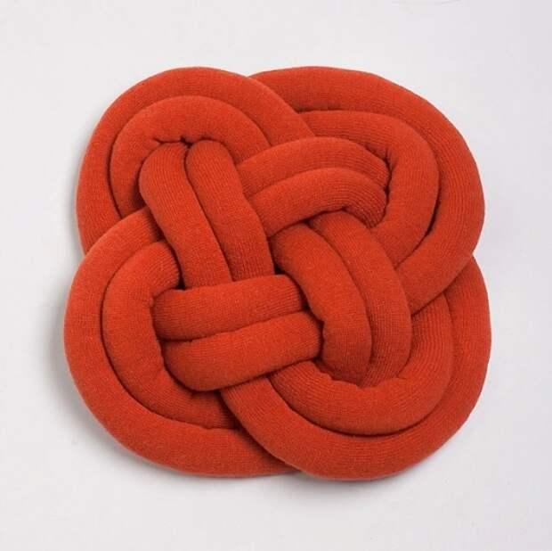 Оригинальная подушка-узел: мастер-класс и идеи