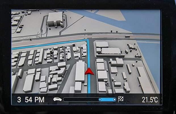 На центральном дисплее – трехмерная картинка местности и наш маршрут. Повороты – только налево