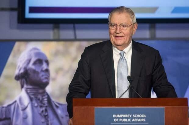 В США скончался бывший вице-президент страны Уолтер Мондейл