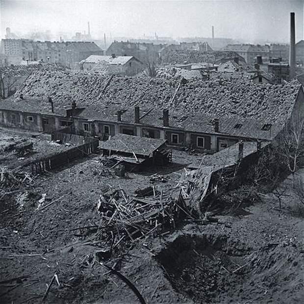 Бомбардировка Праги американскими ВВС. ФОТО.