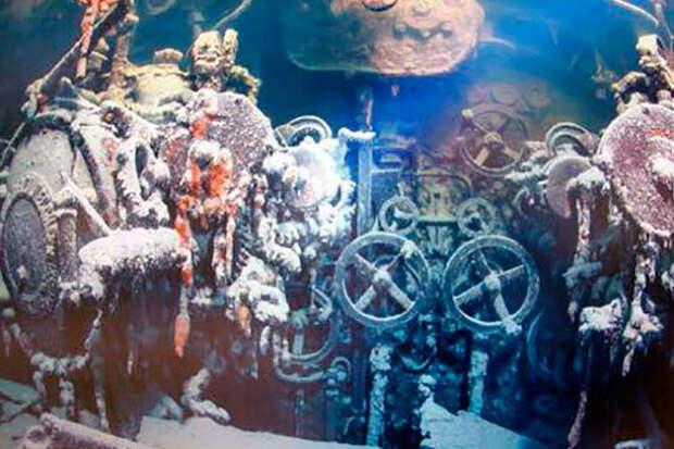 Проникновение дайверов на затопленную подводную лодку: видео