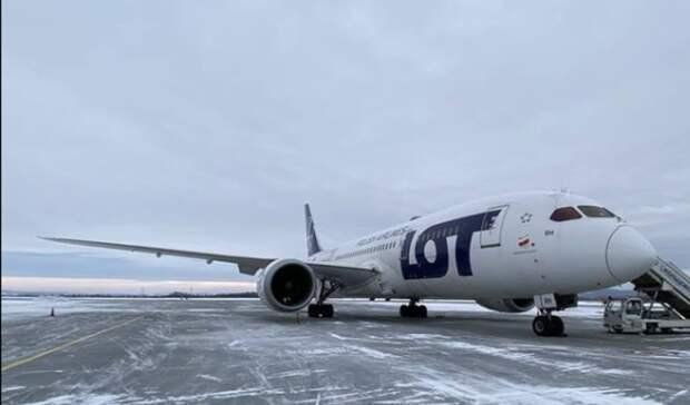 Пассажиру стало плохо: вКольцово экстренно приземлился самолет рейса Сеул— Варшава