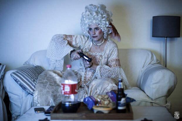 Женщина из XVIII века, живущая в современном мире