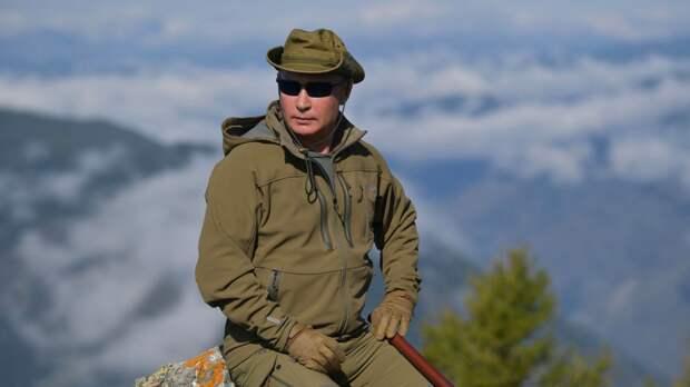 Читатели Daily Mail восхитились мужественностью Путина на отдыхе в Сибири